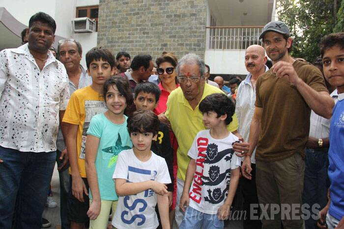 Hrithik's granddad poses with his great grandsons Hrehaan, Hridhaan. (Source: Express photo by Varinder Chawla)