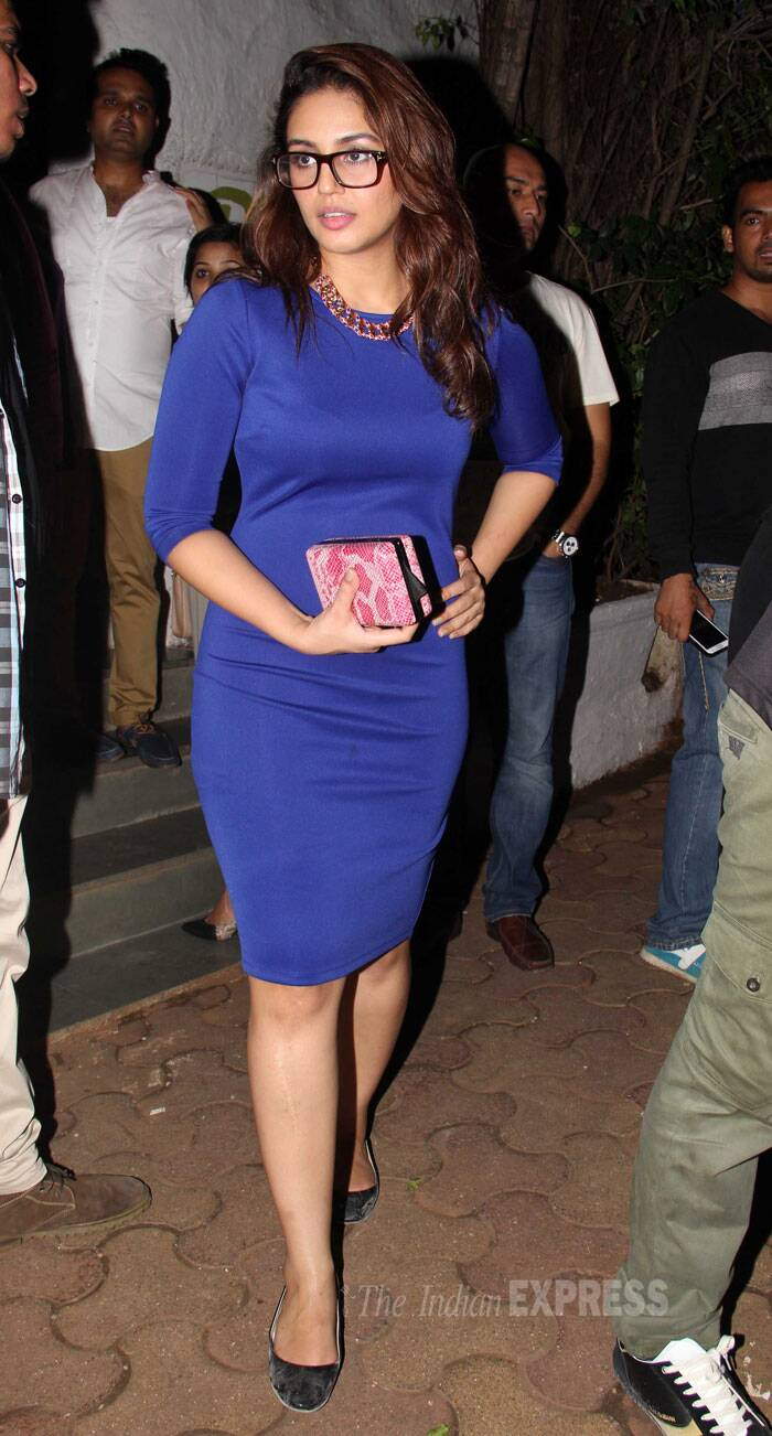 Huma Qureshi, who plays one of the leads in the film, goes geek. She looked lovely in cobalt blue dress. (Source: Varinder Chawla)