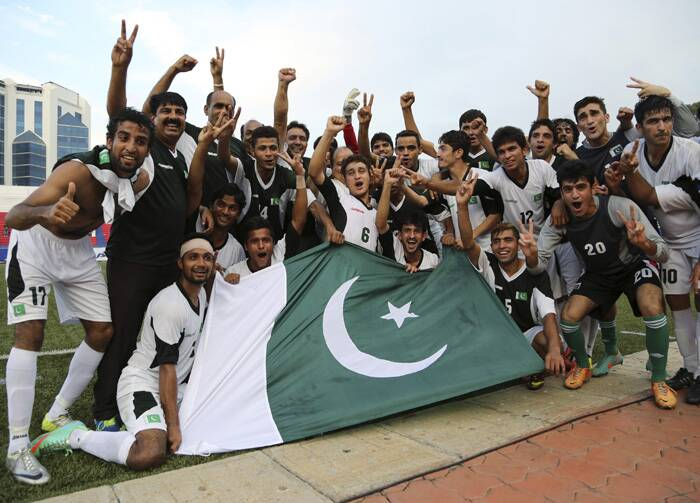 The victorious Pakistani team after beating India 2-0. (Source: PTI)
