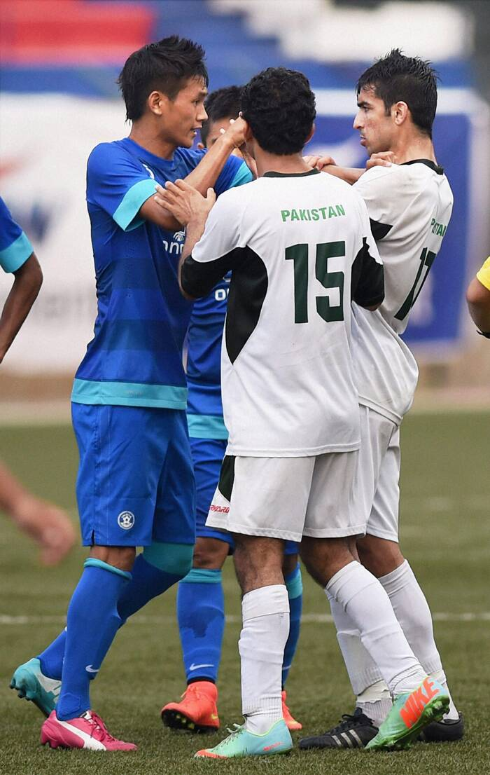 Indian and Pakistani players in a scuffle as the clash heated up when the hosts went 2-0 up. (Source: PTI)