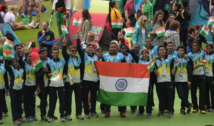 Indian contingent with Tricolor flag during the closing ceremony for 2014 commonwealth games at Hampden Park in Glasgow. (Source: AP)