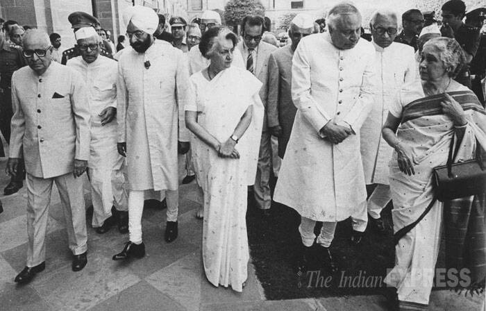 President Giani Zail Singh and Prime Minister Indira Gandhi at the beginning of Governors conference at Rashtrapati Bhawan in 1983. (Express archive photo)