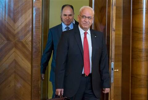 Palestinian negotiator, Saeb Erekat, foreground center, arrives for the talk with Russian Foreign Minister Sergey Lavrovf in Moscow. (Source: AP photo)