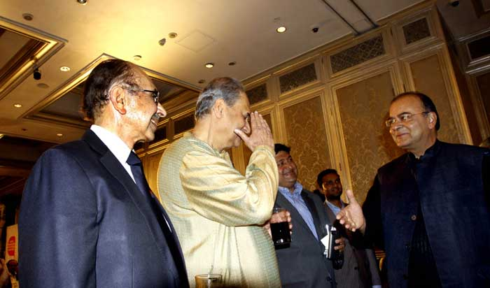 Finance Minister Arun Jaitley  interacts with Rahul Bajaj and Adi  Godrej at Express Adda,  Taj Mahal Palace, Mumbai. (Source: Pradip Das)
