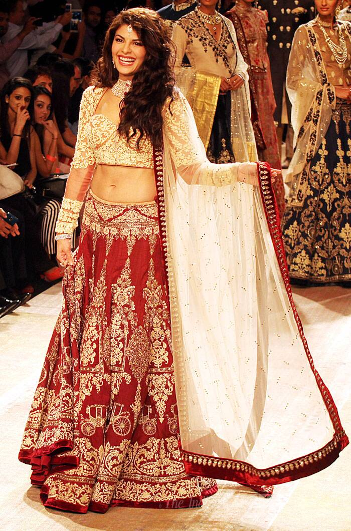 Jacqueline Fernandez looked absolutely stunning in a gorgeous red and gold bridal lehenga as she turned showstopper for designer Anju Modi. (Source: Express photo by Pradip Das)