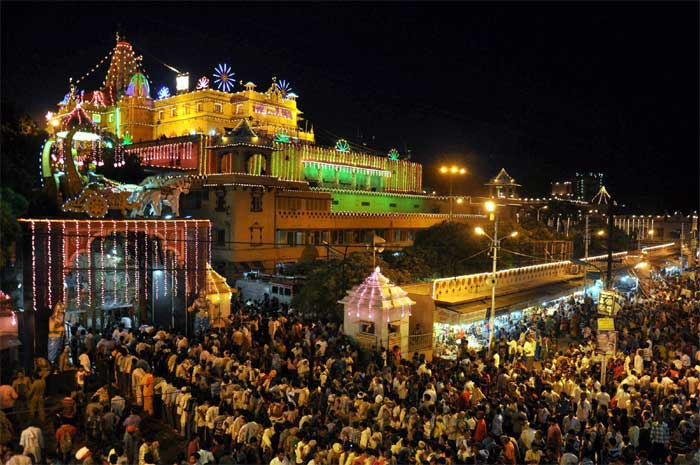 Devotees throng Sri Krishna Janamsthan temple in Mathura on the occasion of Janamashtami festival. (Source: PTI)