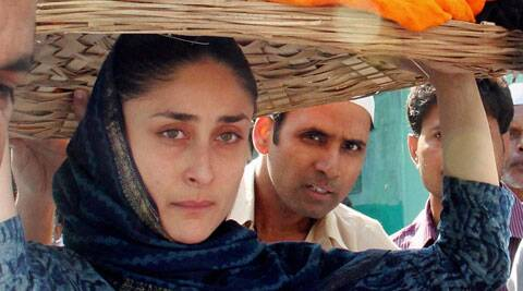 Kareena Kapoor was seen sans make up at the holy shrine wearing a simple blue salwar kameez.
