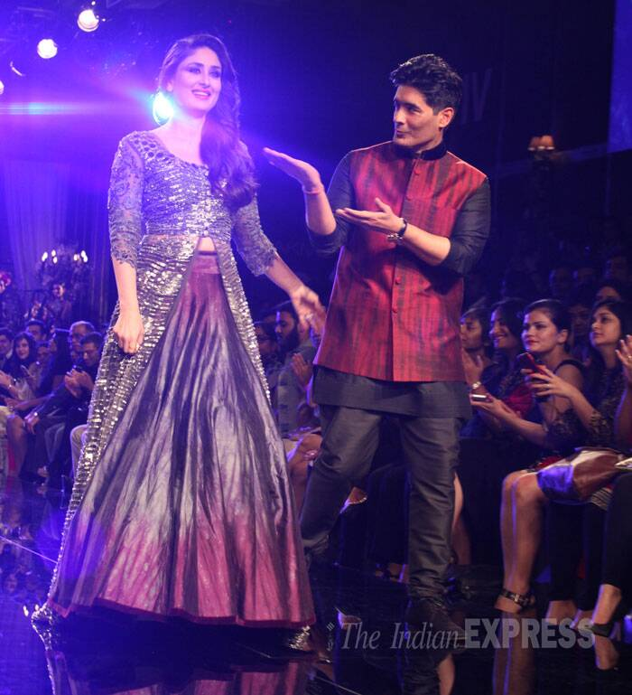 Manish is all smiles as he presents Kareena on stage. (Source: Express Photo by Dilip Kagda)
