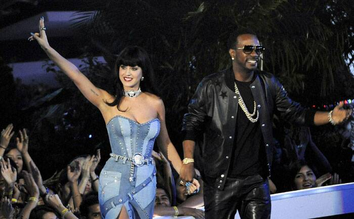 Katy Perry and Juicy J accept the award for Best Female Video onstage at the MTV Video Music Awards at The Forum on Sunday. (Source: AP)