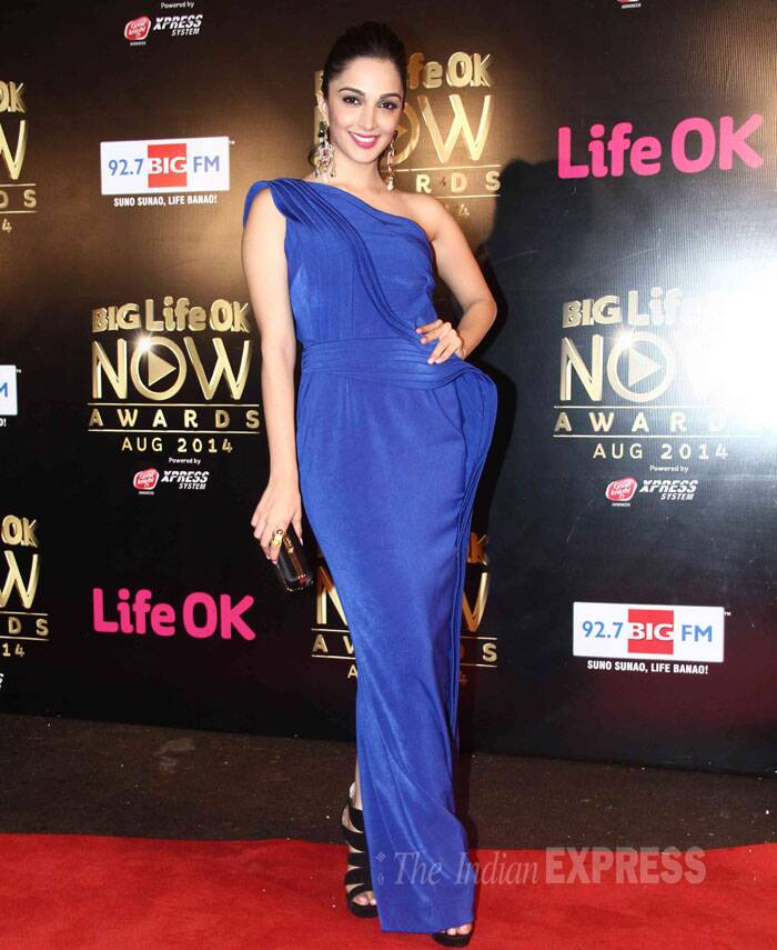 'Fugly' actress Kiara Advani was royal in a blue one-shoulder Jatin Varma gown. (Source: Varinder Chawla)