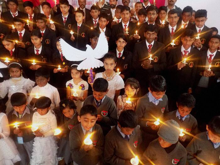 School children holding candles to observe Hiroshima Day in Ooty. (Source: PTI)