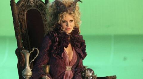 'True Blood' actress Kristin Bauer van Straten is returning to fairy tale drama series 'Once Upon a Time' in the role of Maleficent.