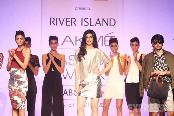 "Kriti also took to Twitter to share her thoughts about the show. ""Absolutely loovveeddd the metallic look from River Island yesterday!! :))),"" she posted. (Source: Varinder Chawla)"