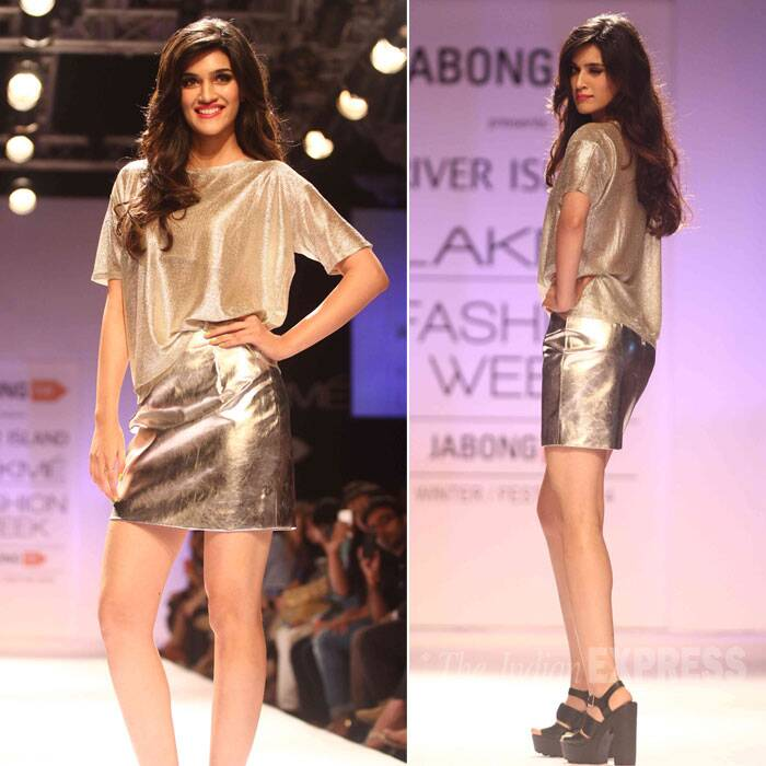 'Heropanti' actress Kriti Sanon was glamorous in a metallic outfit by River Island. (Source: Varinder Chawla)