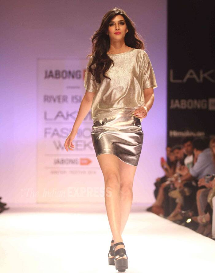 Kriti oozed sexiness as she strutted down the ramp in platform sandals. (Source: Varinder Chawla)