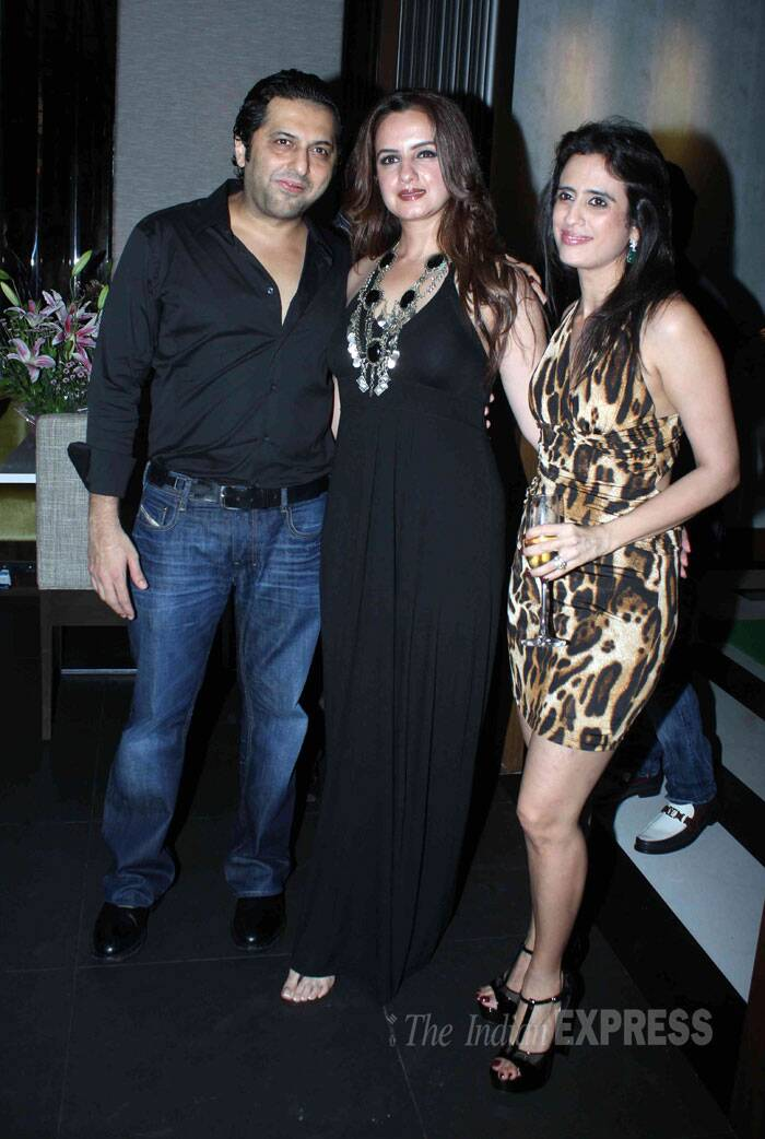 Laila Khan with husband Farhan Furniturewala and a friend.  (Source: Varinder Chawla)