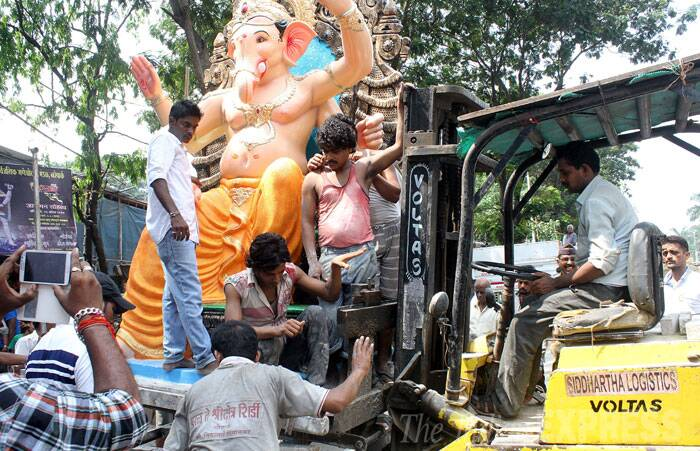 Lord Ganesha Idols being passing through Lalbaug. (Source: Express photo by Pradeep Kocharekar)