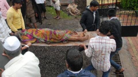 Dead body of a landslide victim being carried away. ( Source: Express photo )