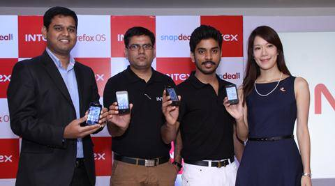 Tony Navin, SVP, Snapdeal -Sanjay Kumar Kalirona, Business Head, Mobile, Intex Technologies - Keshav Bansal, Director Marketing, Intex Technologies and Jane Hsu, Director Product Marketing, Mozilla Corp at the launch of Intex Cloud FX.