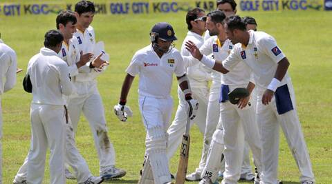 The Pakistan players giving Jayawardene a guard of honour. (Source: AP)