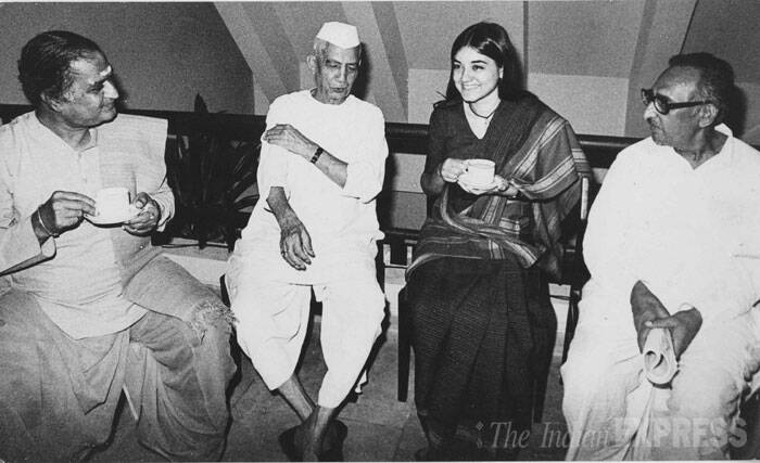 (L ro R) N.T. Rama Rao, president Telugu Desam, Charan Singh, Maneka Gandhi and Chaderpal Singh meeting by opposition parties at Andhra Bhavan in New Delhi in the year 1984. (Express archive photo)