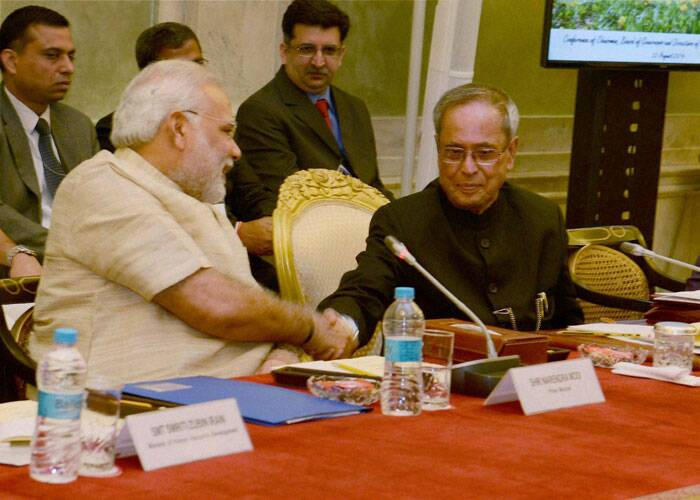 President Pranab Mukherjee and Prime Minister Narendra Modi shake hands at a conference of Chairmen, Board of Governors and Directors of Indian Institute of Technology at Rashtrapati Bhavan in New Delhi. (Source: PTI)
