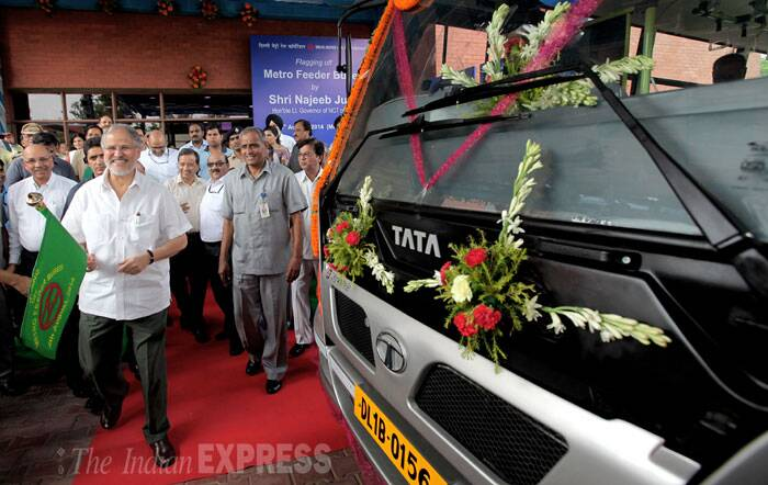 Delhi Lieutenant Governor Najeeb Jung flagged off the new Delhi Metro feeder buses, at Shashtri park metro depot in New Delhi on Monday. (Source: Express photo by Ravi Kanojia)