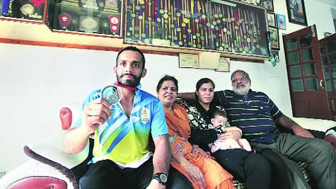 Navjot Chana with his family in Dagali Kalan in Hoshiarpur.
