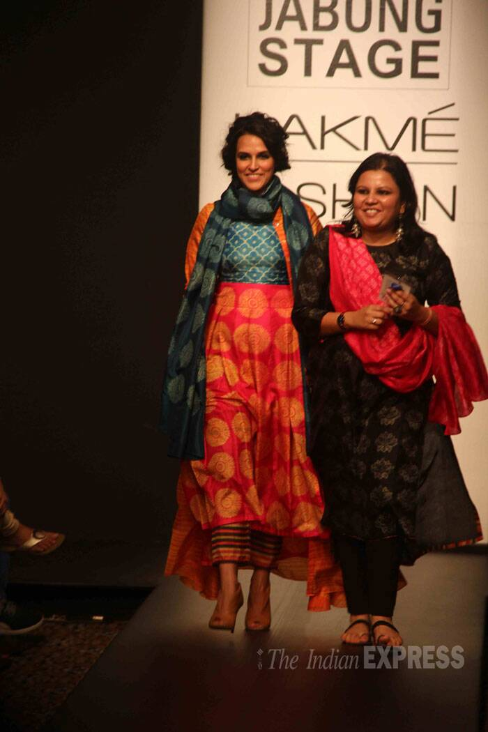 Neha is all smiles as she walks down the ramp with designer Swati Vijaivargie. (Source: Varinder Chawla)