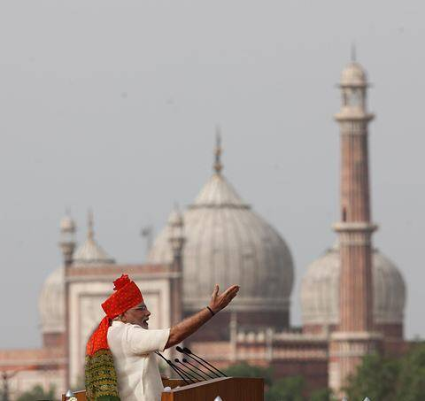 Modi did not use a bullet-proof screen this time. (Source: Express Photo by Neeraj Priyadarshi)