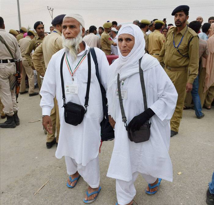 This year, 7,007 pilgrims from Jammu and Kashmir are scheduled to perform the holy Muslim pilgrimage of Haj through the state government quota.<br /><br /> Haj pilgrims arriving at Haj House Bemina in Srinagar on Wednesday. (Source: PTI Photo)