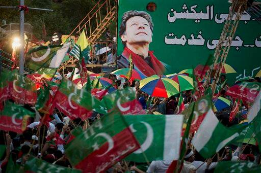 Supporters of Pakistan's cricketer-turned-politician Imran Khan wave their party flags at a rally in Islamabad, Pakistan. (Source: AP Photo)