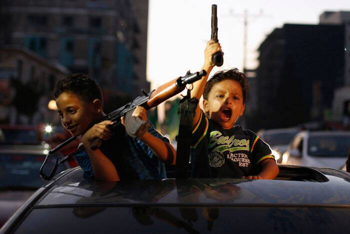 Top Frames brings to you an incredible edit of the defining news images from around the globe. This week, through Images The Arab world Iraq, Syria and Gaza continued to make headlines with Wire Photographers bringing out some of the most touching images. <br /> Palestinian children hold guns as they celebrate with others what they said was a victory over Israel, following a ceasefire in Gaza City on August 26, 2014. (Source: Reuters)