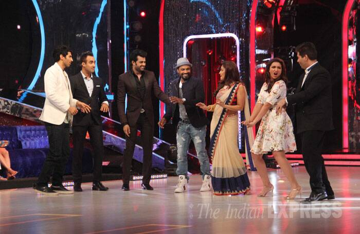 Aditya Roy Kapur, hosts Ranvir Shorey and Manish Paul, judges Remo D'Souza, Madhuri Dixit, Karan Johar and  Parineeti set the stage on fire. (Source: Varinder Chawla)
