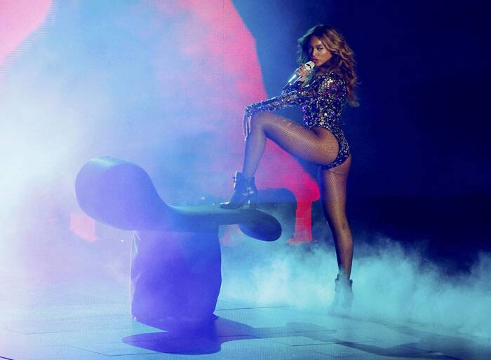 Beyonce performs a medley of songs during the 2014 MTV Video Music Awards in Inglewood. (Source: Reuters)