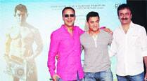 Aamir Khan is flanked by Vidhu Vinod Chopra  and Rajkumar Hirani