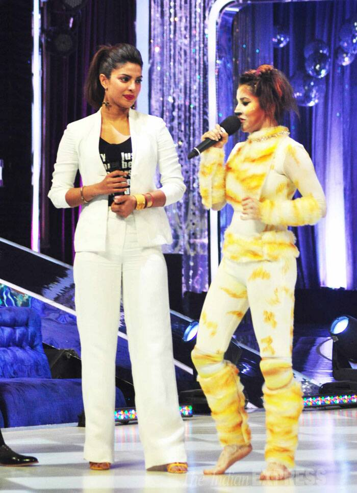 Pictured here, Priyanka takes the stage along with a contestant. (Source: Varinder Chawla)