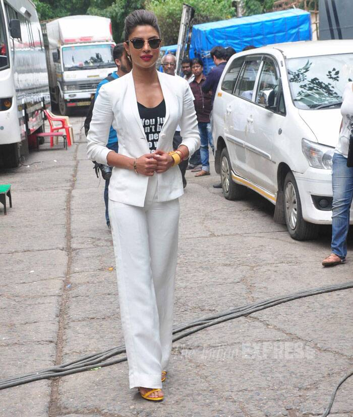 Prior to the show, Priyanka made her way to the sets looking hot in a pair of shades. (Source: Varinder Chawla)