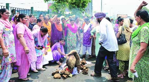 Anganwadi workers during the protest in Ludhiana on Saturday. (Source: Express photo by Gurmeet Singh)