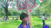 For balloon seller Rajaram, I-Day means extrasales