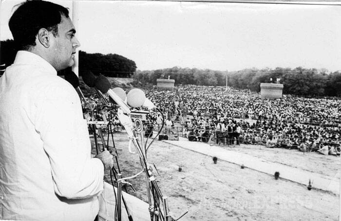Rajiv Gandhi is seen addressing a gathering at Hussainiwala. (Express archive photo)