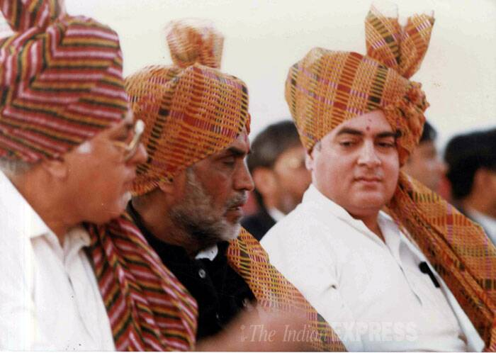 Political leader Farooq Abdullah, Chandrashekar and Rajiv Gandhi at Supriya Pawar's wedding anniversary at Baramati. (Express archive photo)