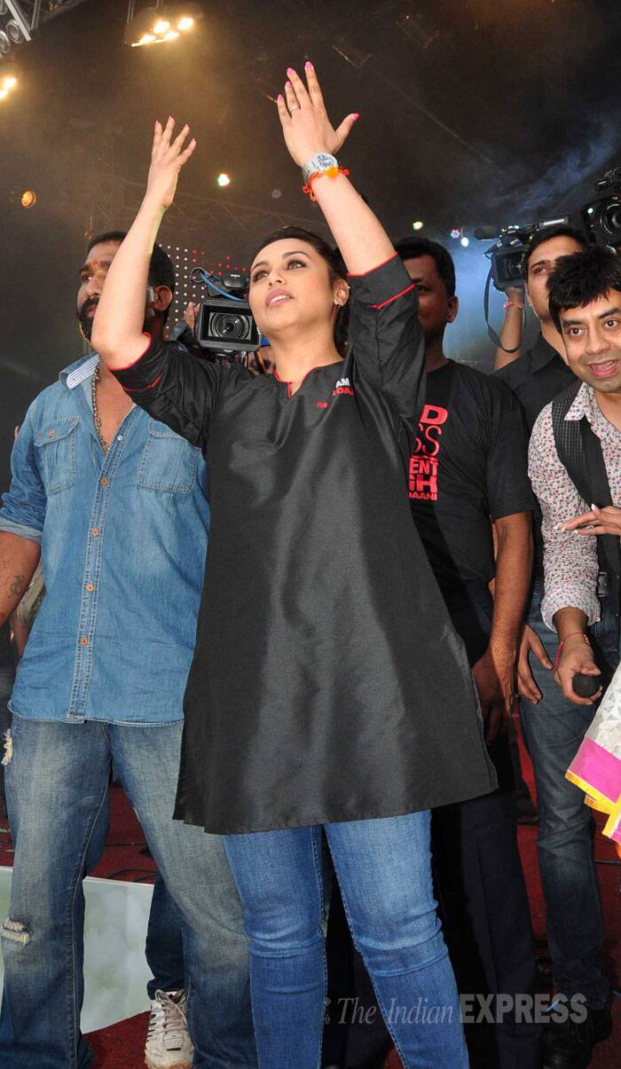 The actress wore a plain black kurti with jeans for the celebrations. (Source: Varinder Chawla)
