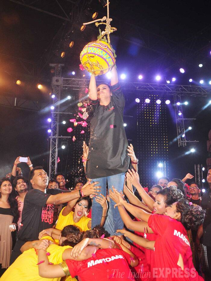 Actress Rani Mukerji turned Govinda and showed off her daring side as she climbed the human pyramid for dahi handi. (Source: Varinder Chawla)