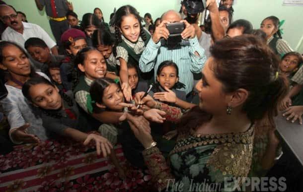 Exclusive pics: When Amitabh Bachchan bumped into Rani Mukerji
