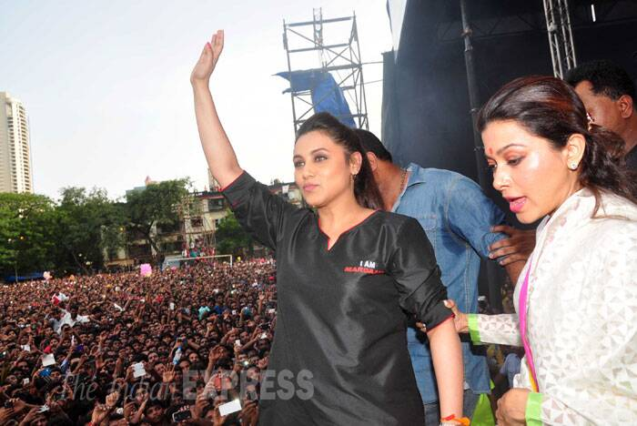Rani Mukerji waves to her fans. She will soon be seen in 'Mardaani' which releases on August 22. (Source: Varinder Chawla)