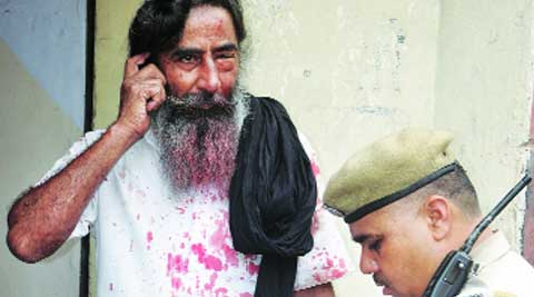 A policeman records the statement of Sukhminder Singh in Mohali on Tuesday. (Express photo by Jasbir Malhi)