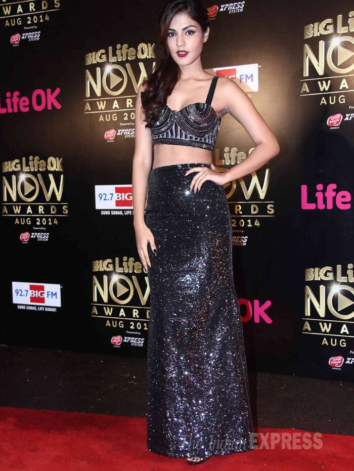 Rhea Chakraborty, who has acted in films like 'Mere Dad Ki Maruti', was stunning in a shimmery bustier with a matching skirt. (Source: Varinder Chawla)