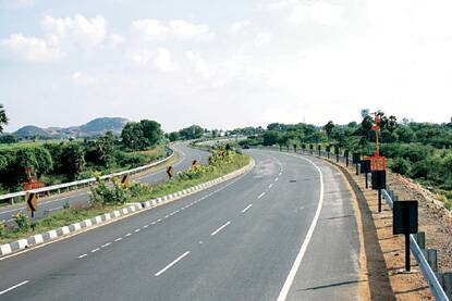 The Prime Minister's Office has asked the environment ministry to relax the clauses in the relevant laws to speed up clearances for road projects.