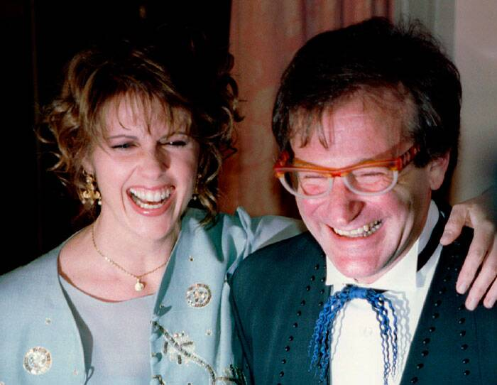 "In April, Fox 2000 said it was developing a sequel to ""Mrs. Doubtfire"" and Robin Williams was in talks to join the production.<br /><br /> Williams also made a short-lived return to TV last fall in CBS' ""The Crazy Ones,"" a comedy about a father-daughter ad agency team that co-starred Sarah Michelle Gellar. It was canceled after one season.<br /><br /> Actress Pam Dawber (L) shares a laugh with actor Robin Williams as they pose for photographers before the annual American Museum of the Moving Image Tribute dinner in New York in this February 23, 1995 file photo. Williams and Dawber starred in the TV show ""Mork and Mindy"". (Source: AP)"